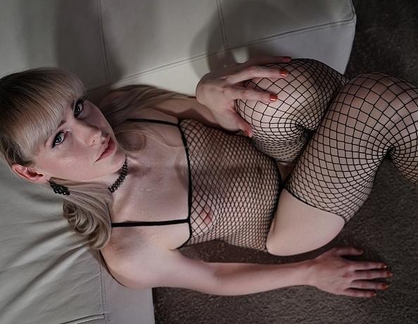 lianna-Lawson_fuck-machine-11-7-19_0020